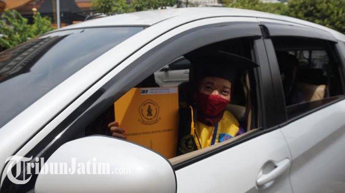 503 Mahasiswa UWKS Jalani Wisuda Drive Thru, Momen Bersejarah'Berprestasi di Tengah Pandemi'