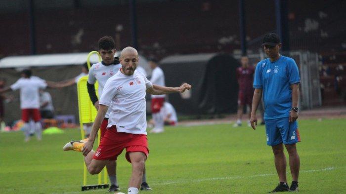 Gagal Cetak Gol dari Penalti, Youssef Ezzejjari Bertekad Berjuang Lebih Keras Lagi