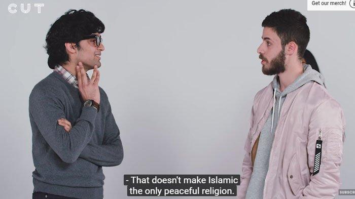 VIDEO: Ditanya Mengapa Islam Agama Penuh Perdamaian, Jawaban Pria Muslim Ini Sukses Bikin Melongo
