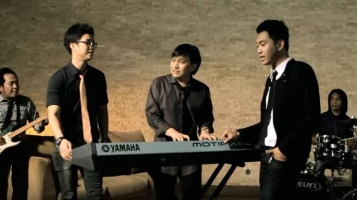 Lirik Lagu Romantis 'Merindu Lagi' Yovie & Nuno, Kunci Mudah Dimainkan: Rindu Padanya, Memikirkannya