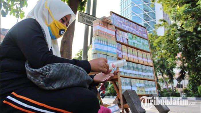Belum Dapat Vaksin, Jasa Tukar Uang Baru di Surabaya Andalkan 3M Agar Tidak Tertular Covid-19