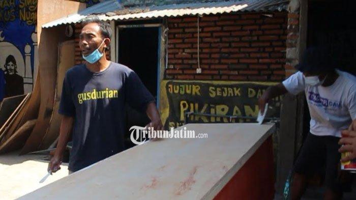 Relawan Gus Durian Pare Ikut Tangani Covid-19, Jadi Relawan Pemulasaran hingga Buat Peti Mati Gratis
