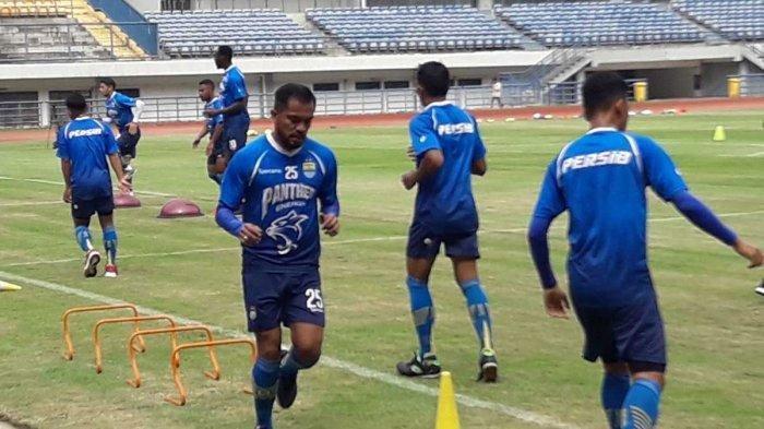 Resmi, Jelang Kompetisi Liga 1 2021, Persib Bandung Lepas Dua Pemain Seniornya