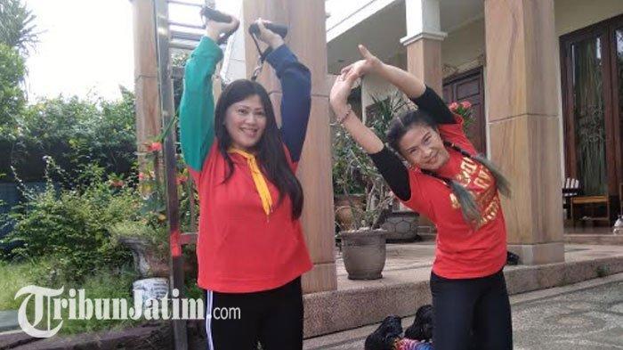 Olahraga Ceria Ala Warga Surabaya Saat PSBB, Coba Zumba dan TRX, Bonus Otot Kencang & Langsing