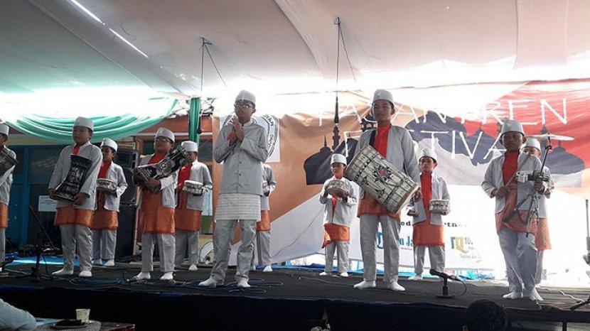 sejumlah-anak-anak-menampilkan-musik-rebana-ilustrasi-rebana.jpg