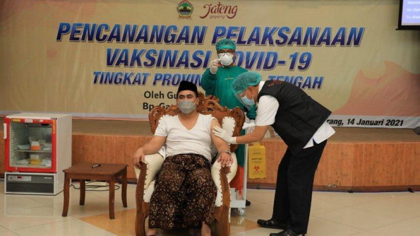 wakil-gubernur-jateng-taj-yasin-maimoen-divaksin.jpg