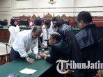 18-terdakwa-mantan-anggota-dprd-kota-malang-menjalani-sidang-vonis-di-pengadilan-tipikor-surabaya.jpg