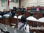 18-terdakwa-mantan-dprd-kota-malang-yang-terjerat-kasus-korupsi-menjalani-sidang-putusan.jpg