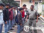 19-siswa-smk-tertangkap-membolos-oleh-satpol-pp-kecamatan-jambangan-surabaya_20180319_135008.jpg