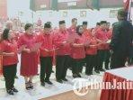 27-anggota-dprd-provinsi-jawa-timur-dari-pdi-perjuangan-mengucapkan-sumpahjanji-jabatan.jpg