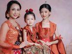 3-generasi-berkebaya-karya-nathaniakho.jpg