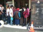 50-orang-customer-mendatangi-gedung-ditreskrimum-polda-jatim.jpg