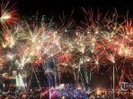 6-tradisi-unik-perayaan-tahun-baru-di-berbagai-negara-menggantung-bawang-hingga-melempar-piring.jpg