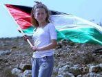 ahed-tamimi-remaja-palestina-yang-menampar-dan-menendang-para-prajurit-israel_20180605_165434.jpg