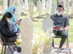 ahy-dan-annisa-pohan-saat-mengunjungi-makam-ani-yudhoyono-karena-sangat-rindu.jpg