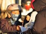 aksi-bagi-bagi-1000-masker-dan-100-face-shield-oleh-bonek-gate-jhoner-21-di-surabaya.jpg
