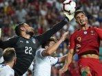 aksi-striker-timnas-portugal-andre-silva-saat-berduel-gianluigi-donnarumma_20180911_075405.jpg