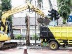 alat-berat-ekskavator-dikerahkan-untuk-mencegah-banjir-di-kota-kediri.jpg