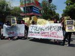 aliansi-mahasiswa-timur-melawan-demo-tolak-jurassic-park.jpg