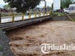 aliran-sungai-bendo-krosok-yang-melintas-di-desa-maron-banyakan-kabupaten-kediri-meluap.jpg