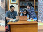 almira-yudhoyono-mengerjakan-tugas-sekolah-dengan-annisa-pohan-dan-ahy.jpg