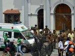 ambulan-terlihat-berada-di-luar-gereja-st-anthony-kochchikade-kolombo-usai-ledakan-di-sri-lanka.jpg