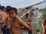 anak-anak-mandi-di-sumber-air-panas-di-pasuruan.jpg