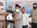 anggota-dpr-ri-dan-bkipm-surabaya-ii-serahkan-bantuan-ikan-sehat-untuk-masyarakat-sampang.jpg