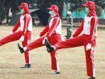 anggota-paskibraka-saat-berlatih-dan-tetap-mengenakan-masker-di-pp-pon.jpg