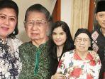 ani-yudhoyono-dan-ibundanya-kolase-annisa-pohan-dan-ahy-bersama-neneknya.jpg