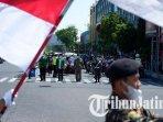 ansor-dan-banser-ponorogo-mengajak-pengguna-jalan-melaksanakan-upacara-kemerdekaan-ri-ke-76.jpg