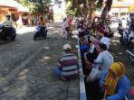 antrean-warga-mendapatkan-vaksinasi-covid-19-di-kantor-dinkes-kabupaten-mojokerto.jpg