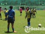 arema-fc-putri-saat-latihan-di-stadion-gajayana-malang.jpg