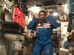 astronot-ini-salat-di-luar-angkasa_20180417_101315.jpg
