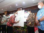 baddrut-saat-menandatangani-komitmen-bersama-program-pemberantasan-korupsi-provinsi-jawa-timur.jpg