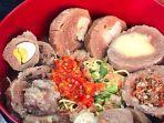 bakso-omen-kuliner-malam-di-surabaya.jpg