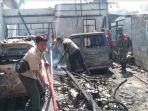 bangunan-rumah-permanen-dan-tiga-unit-mobil-serta-motor-yang-hangus-terbakar.jpg