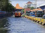 banjir-di-jalan-kalimas-baru.jpg