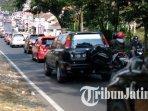 banyak-kendaraan-melintas-di-desa-beji-kecamatan-junrejo-kota-batu-ilustrasi-macet-di-kota-batu.jpg
