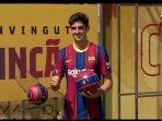 barcelona-resmi-perkenalkan-winger-muda-portugal-francisco-trincao.jpg
