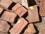 batu-bata-merah-yang-ditemukan-warga-desa-alas-sumur-pujer-bondowoso-ketika-menggali-sumur.jpg