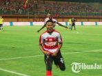 bayu-gatra-merayakan-gol-perdananya-di-liga-1-musim-2018-madura-united-vs-barito-putera_20180326_213522.jpg
