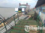 belasan-truk-mengantre-pelabuhan-tanjung-perak_20180623_224900.jpg