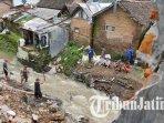 bencana-tanah-longsor-yang-melanda-salah-satu-sekolah-di-sukun-kota-malang-ilustrasi-longsor.jpg