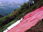 bendera-merah-putih-raksasa-yang-dibentangkan-di-puncak-watu-bengkah-bukit-klotok-kota-kediri.jpg