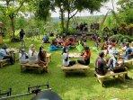 berada-di-tengah-kebun-kopi-pondok-indah-banyuwangi-menawarkan-atraksi-jazz-kopi.jpg