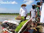 berita-banyuwangi-bupati-banyuwangi-abdullah-azwar-anas-saat-menyaksikan-alat-pertanian.jpg
