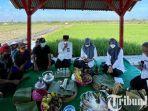 berita-banyuwangi-bupati-banyuwangi-ipuk-bersama-para-petani.jpg