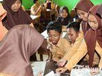 berita-banyuwangi-siswa-banyuwangi-sedang-mengikuti-proses-belajar-mengajar.jpg