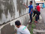 berita-batu-bersih-bersih-tembok-gereja-lintas-agama_20171216_153811.jpg